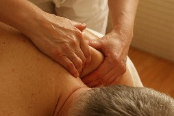 масаж на раменете